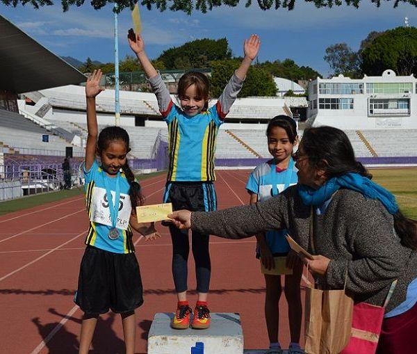 En la categoría de los 7-9 años 50 metros la ganadora fue Kamila y le siguió Yusely