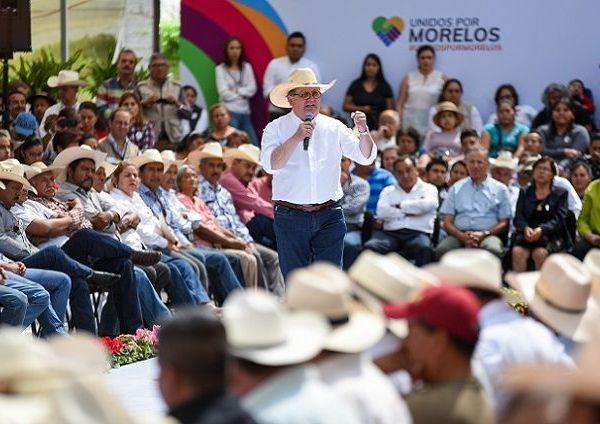 demostramos que en la tierra de Zapata la tierra produce y que vale más haciéndola producir, que su venta para la construcción de casas