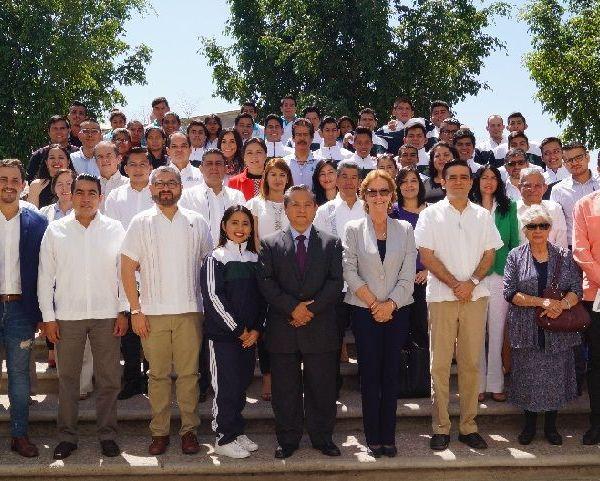 Óscar Domínguez Pérez, rector de esta Universidad, dio a conocer que en 2017 la UTSEM tuvo cerca de mil estudiantes, lo que equivale a 200 por ciento más en comparación con el año 2016