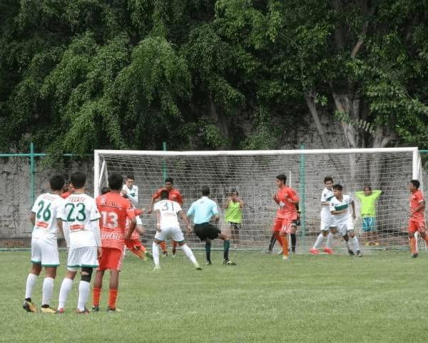 El pasado fin de semana, en el Estadio Municipal de Emiliano Zapata, los cañeros dieron cuenta de la oncena de los Delfines de Acapulco, al jugarse la jornada 26 del certamen de este sector deportivo con un final en los cartones de 3-1