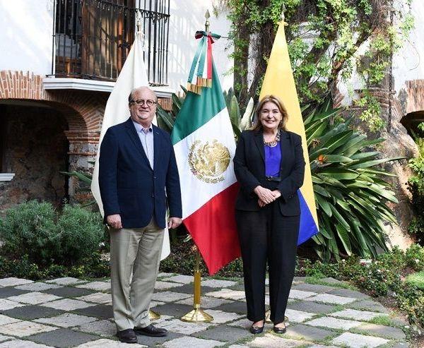 el gobernador Graco Ramírez y la Embajadora de Colombia en México, Patricia Cárdenas, en una reunión de trabajo en la Residencia Oficial del Poder Ejecutivo de Morelos