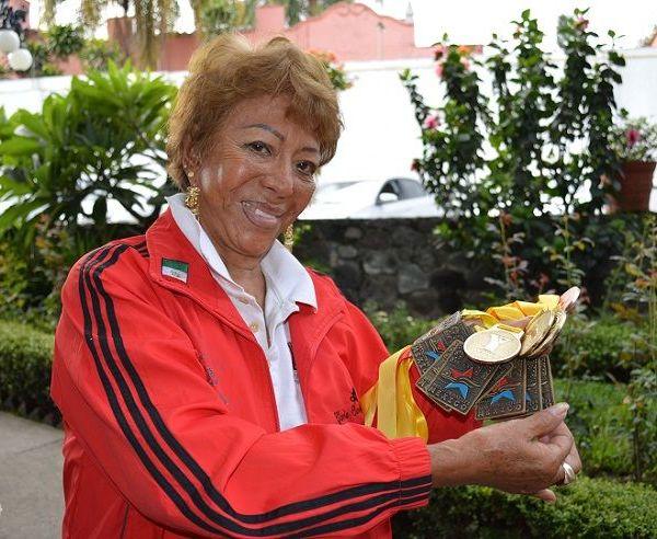 Regresó de una competencia nacional con diez preseas ganadas con mucho orgullo en varias pruebas, una de las más valiosas fue en los Juegos Nacionales del INAPAM, realizados en la Ciudad de México, en la piscina del Seguro Social Eduardo Molina, donde destacó el trabajo realizado por Karla Liliana, directora del INAPAM