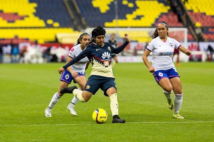 Lucero Cuevas es bicampeona de goleo de la naciente liga profesional de futbol femenil; se encuentra en Coapa, en la Ciudad de México, entrenando fuerte porque desea seguir figurando por mucho tiempo