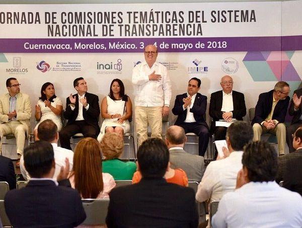 La pluralidad y el fortalecimiento de la democracia permitieron la construcción de instituciones autónomas sólidas, que hoy son un contrapeso al poder político en la toma de decisiones, afirmó el gobernador Graco Ramírez