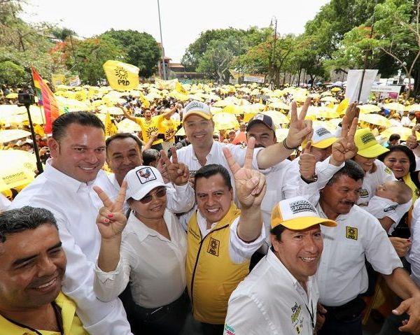 Con motivo de su 29 aniversario y de cara a las elecciones del 01 de julio, el Partido de la Revolución Democrática mostró el musculo electoral y su capacidad de movilización de miles de militantes del Sol Azteca