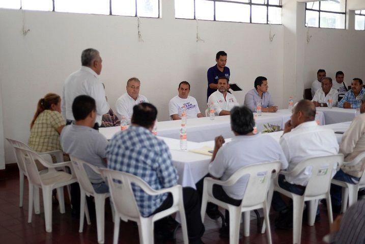 El Comisariado Ejidal de Acatlipa, Agustín Altamirano Carnalla, expresó que los ejidatarios de dicha localidad requieren de mayores apoyos por parte del gobierno estatal, es decir, no sólo de abono sino también de semillas y fertilizantes
