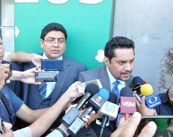 El abogado Pedro Martínez Bello informó que la denuncia se deriva de un video que empezó a circular en redes sociales, en el que una persona cubierta del rostro acusa de corrupto a Cuauhtémoc Blanco y busca provocar un enfrentamiento con los partidos MORENA, PES y PT, que representan la coalición, y con el candidato a la presidencial, Andrés Manuel López Obrador