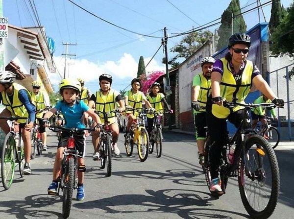 Fueron cerca de ocho kilómetros los que recorrieron y en donde se buscó llamar la atención de los transeúntes sobre la necesidad de compartir el espacio público a través del uso de un medio transporte limpio como la bicicleta, que contribuye a la gestión ambiental y beneficia la salud
