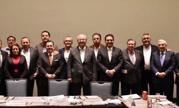 Los gobernadores de Morelos, Graco Ramírez, Michoacán, Silvano Aureoles, y Tabasco, Arturo Núñez, así como el ex jefe de Gobierno de la Ciudad de México, se reunieron con la dirigencia del Sol Azteca, encabezada por Manuel Granados