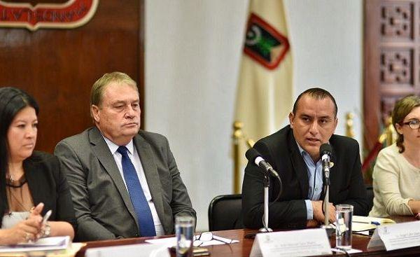 El encuentro fue encabezado por el secretario de Gobierno, Ángel Colín López, por la administración actual, y José Manuel Sanz Rivera, coordinador de la Comisión de Enlace nombrada por Cuauhtémoc Blanco Bravo, gobernador electo