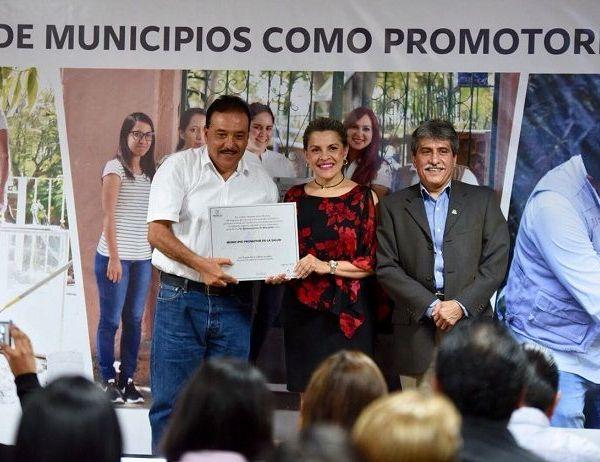 Patricia Mora González, secretaria de Salud, afirmó que los logros que Morelos alcanzó no hubieran sido posibles sin la participación decidida de los municipios, que hicieron suyas las políticas públicas estatales y federales, que favorecen la salud de los morelenses