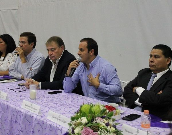 En reunión privada y de cara a la renovación de los poderes Ejecutivo y Legislativo, Cuauhtémoc Blanco Bravo y diputados locales electos abordaron tema de la gobernabilidad durante la transición