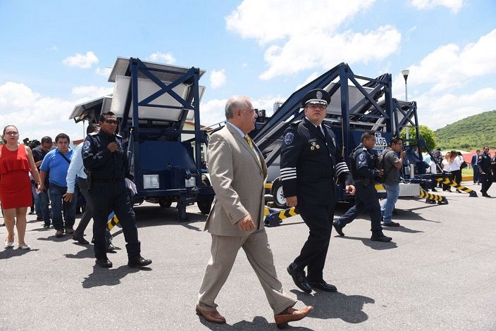 Hizo un amplio reconocimiento al trabajo del titular de la Comisión Estatal de Seguridad (CES), Jesús Alberto Capella Ibarra, porque lo ha hecho bien; y afirmó que la infraestructura de seguridad existente funciona y es falso lo que se decía sobre su operación