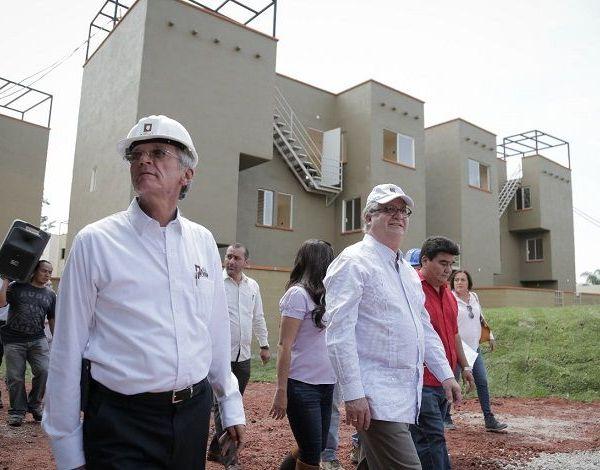 Indicó que por primera vez el Instituto de Crédito para los Trabajadores al Servicio del Gobierno del Estado de Morelos (ICTSGEM) opera con números negros, pues ha superado el déficit financiero que mantenía en 2012; y a la próxima administración del organismo recibirá 694 millones de pesos, que estarán disponibles para los servidores públicos