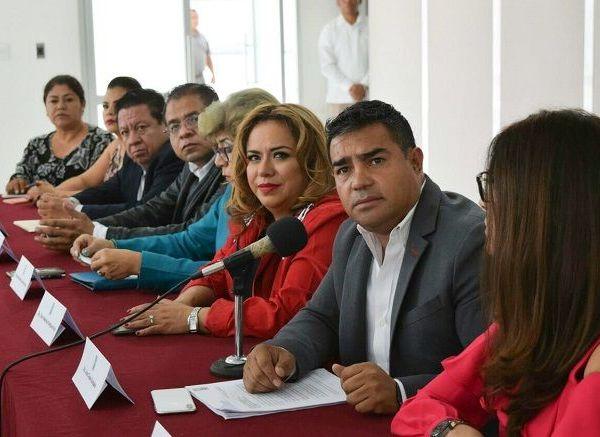 """Por ello, demandaron comunicación directa con el gobernador Cuauhtémoc Blanco, una coordinación respetuosa, institucional y de frente, para posicionar y construir una agenda social que """"nos permita anteponer los intereses particulares a los intereses de los morelenses, pusieron en claro"""