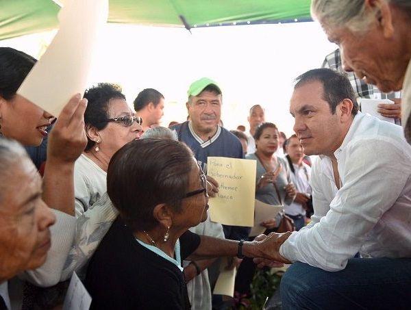 El mandatario recorre los municipios junto con su esposa y presidenta del Sistema DIF Morelos, Natalia Rezende Moreira, y el jefe de la Oficina de la Gubernatura, José Manuel Sanz Rivera