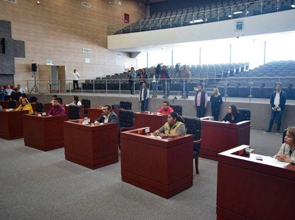 la dirigencia estatal del Partido de la Revolución Democrática, que encabeza Matías Quiroz Medina, expresó lamentó la falta de interés del gobernador Cuauhtémoc Blanco Bravo, en el análisis del paquete económico para el próximo año, lo que provocó que a unas horas de concluir el 2018 no se tenga aprobado el presupuesto