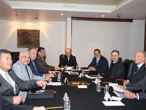 el secretario de la Defensa Nacional, Luis Cresencio Sandoval González; el secretario de Marina, Rafael Ojeda Durán; y el encargado de despachi de la Procuraduría General de la República, Alejandro Gertz Manero