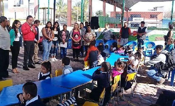 Por último, en el Centro de Asistencia la colonia Cerro de la Corona, Rafael Reyes dijo que con base a la disponibilidad presupuestal del Ayuntamiento apoyará, en próximas semanas, con pintura y equipo informático para mejorar las condiciones y el trabajo del personal administrativo de la escuela