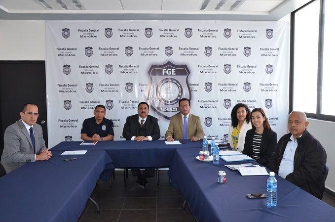 Se pronunciaron por la coordinación permanente entre la Fiscalía General y la Embajada de Estados Unidos en México en apoyo de los visitantes de origen estadunidense; y fortalecer las relaciones y establecer acciones que permitan el acceso a capacitación e intercambio de conocimientos