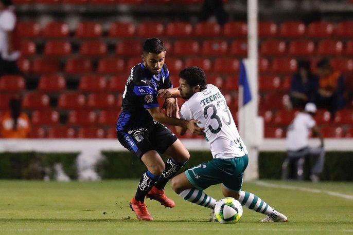 El Zacatepec planteó un partido ofensivo. Al minuto 1, después de un desvío del ecuatoriano José Cortez, estuvieron cerca del primer gol de la noche. Sin embargo, la anotación llegaría al minuto 15, después de un centro al área que logró empujar el experimentado defensa Leobardo López