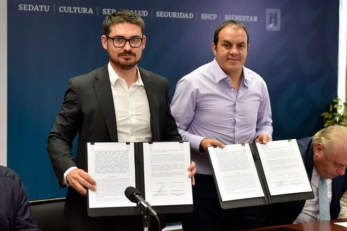 Firmaron el convenio el gobernador Cuauhtémoc Blanco Bravo y Román Guillermo Meyer Falcón, presidente suplente de la Comisión Intersecretarial de Reconstrucción, quien también es titular de la Secretaría de Desarrollo Territorial y Urbano (SEDATU)