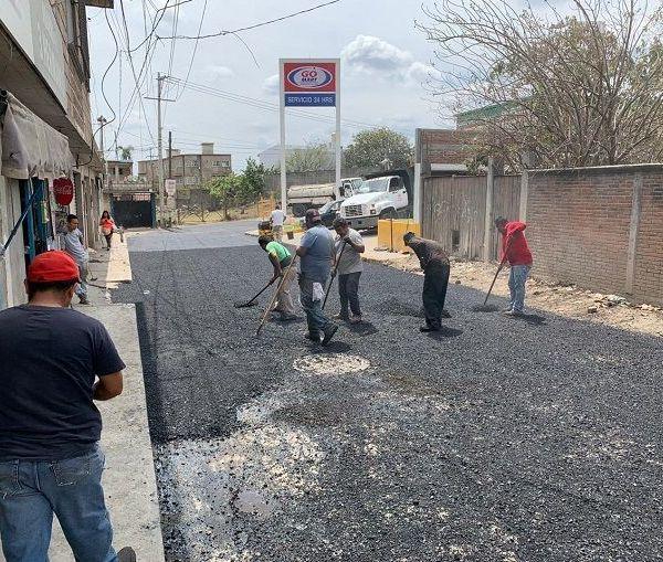 En Loma Bonita se hicieron trabajos de recuperación de la carpeta asfáltica de la calle Gavilán.
