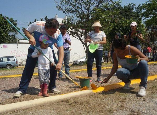 De acuerdo con lo conversado por el edil de Jiutepec, delegados y ayudantes municipales, el mantenimiento de la infraestructura pública permitirá, por una parte, el uso y disfrute comunitario y, por la otra, contribuir con acciones de prevención social del delito y la violencia en el municipio