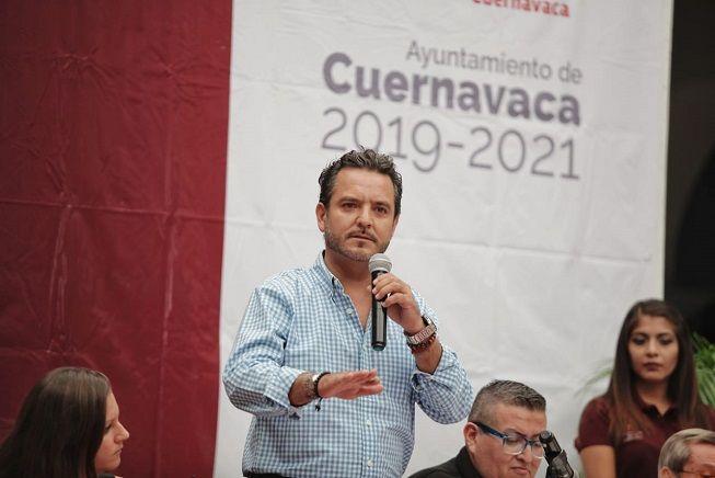 Durante la Primera Sesión Plenaria del Comité de Planeación para el Desarrollo del Municipio de Cuernavaca (COPLADEMUN), dijo que a pesar de las adversidades financieras que privan en todo el país, su gobierno a hecho gestiones ante la Federacion para que en el menor tiempo posible aterricen en la capital diversos programas federales