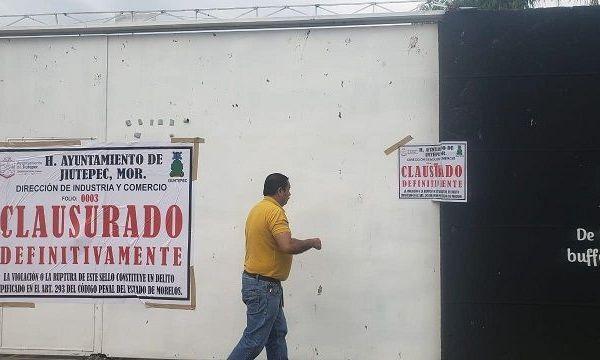 """De acuerdo con Luis Édgar Castillo Vega, titular de la Dirección dependiente de la Secretaría de Desarrollo Económico, Social, Tránsito y Vialidad del Gobierno de Jiutepec, en días pasados distintos representantes de comercios manifestaron su inconformidad por los montos elevados que les fueron cobrados por la """"gestoría"""" realizada por parte de personas ajenas a la administración, en la diligencia del pago de sus derechos"""