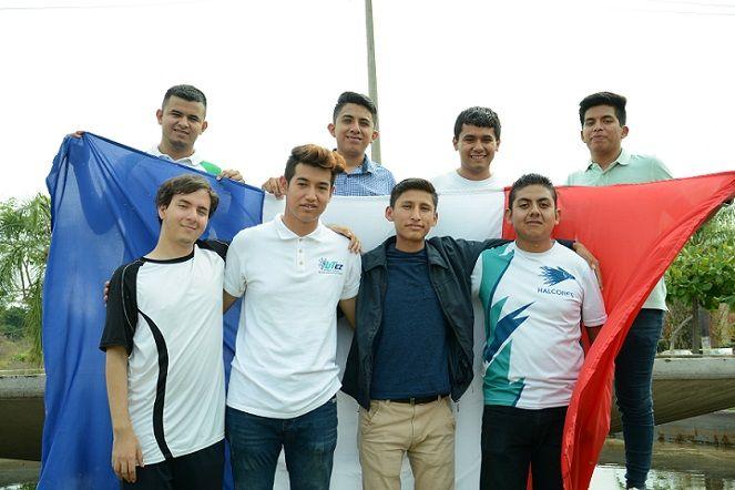 Robles Espinoza reconoció el esfuerzo y dedicación de los jóvenes a quienes motivó a regresar a México con una nueva visión de cambio para su municipio, estado y país