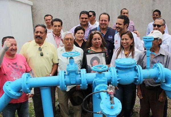 Acompañado por regidores, funcionarios de su administración y directivos del Sistema de Agua Potable y Alcantarillado del Municipio de Cuernavaca (SAPAC), , llevó a cabo la inauguración de las obras señaladas para regocijo de la población