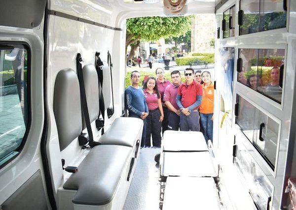 Durante la entrega de los vehículos, realizada en el zócal0 de la demarcación y con la representación de sus compañeros concejales, el alcalde Rafael Reyes Reyes informó que la determinación de adquirir las ambulancias se tomó con base en el número (200) de servicios pre-hospitalarios que atiende en promedio, mensualmente, el área de Protección Civil Municipal
