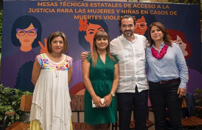 María Fabiola Alanís Sámano, directora general para una Vida Libre de Violencia y para la Igualdad Política y Social del Instituto Nacional de las Mujeres (INMUJERES), y su homóloga en el estado, Flor Dessiré León Hernández