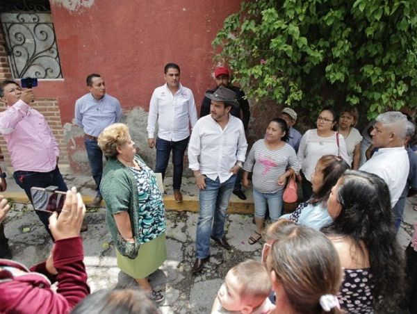 Primeramente tuvo un encuentro con familias de la Colonia Bosques de Cuernavaca, quienes le expusieron la necesidad de encarpetar la avenida principal, rehabilitar la red de drenaje e incrementar la seguridad en la zona
