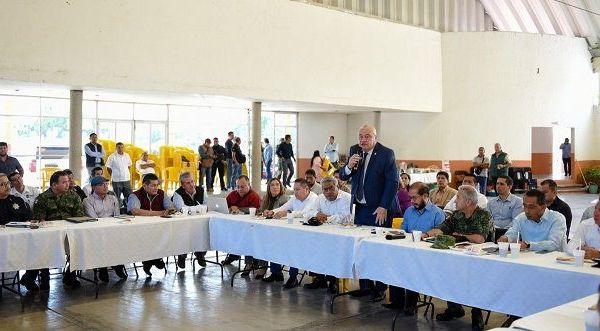 """""""La prioridad de nuestro gobernador es la seguridad en el estado y esta es responsabilidad de todos"""", explicó Sanz Rivera a autoridades de Atlatlahucan, Axochiapan, Cuautla, Jantetelco, Temoac, Tepalcingo, Tetela del Volcán, Tlaltizapán y Zacualpan de Amilpas; agregó que la denuncia ciudadana es primordial para lograr mayores resultados al respecto"""