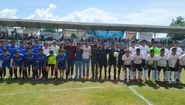 Los anfitriones para este primer juego oficial en tierras sureñas recibieron la visita de la escuadra de los Gallos Blancos de Querétaro, a los que les ganaron 3-0; y la afición supo responder con creces a la convocatoria hecha