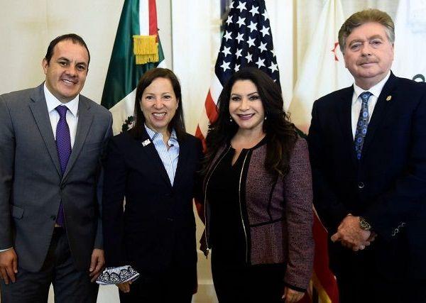 Esta reunión, a la que también asistió el mandatario estatal de Baja California, Francisco Arturo Vega de Lamadrid, tiene el objetivo de fortalecer las relaciones internacionales entre las 32 entidades federativas de México y el estado de California