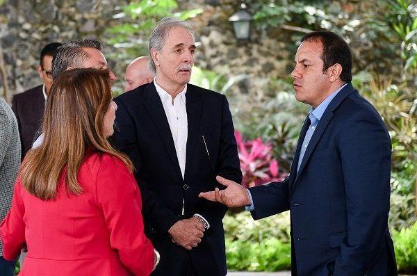 En reunión de trabajo con empresarios, refrendó el interés de su gobierno por posicionar a Morelos como un destino de anfitrionía a nivel nacional; indicó que se dará puntual seguimiento al comportamiento del turismo, con el fin de reactivar la economía y la actividad turística