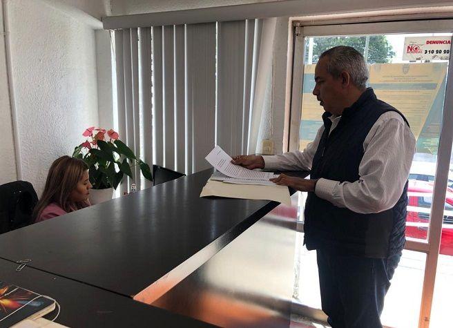 Recordó que en base a lo publicado el día 9 de octubre en el periódico Reforma el gobernador Cuauhtémoc Blanco tiene en la nómina estatal a varios de sus familiares y amigos, con salarios que van de 40 a los 60 mil pesos mensuales