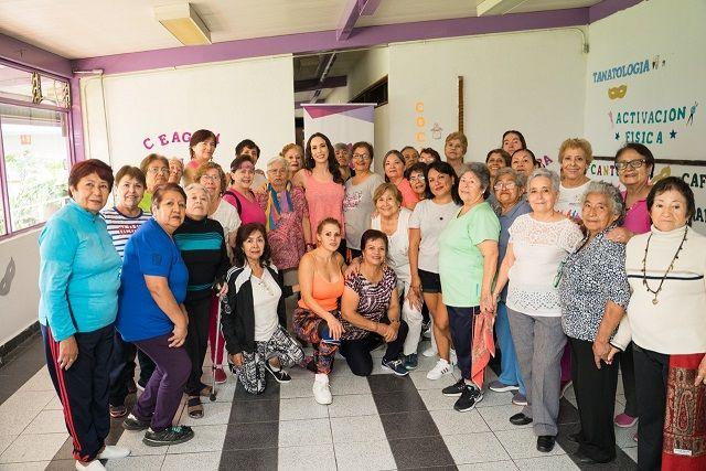 La titular del DIF destacó la alegría y cariño de las personas de la tercera edad que asisten todos los días al CEAGEM, al señalar que el organismo estatal trabaja para contribuir a mejorar su salud y bienestar