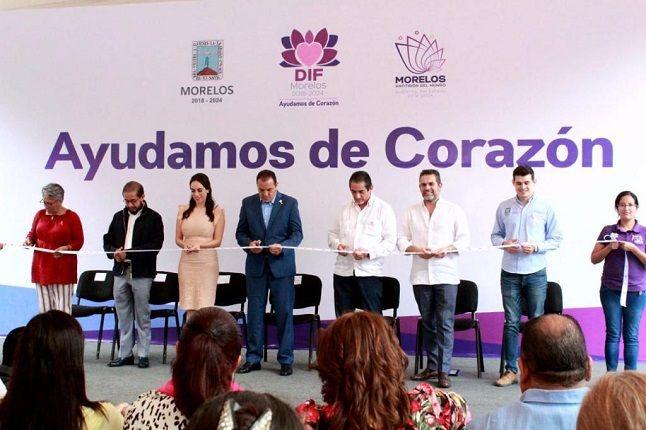 """""""La cultura de la prevención puede salvar vidas, por eso en conjunto con el Gobierno del Estado, que preside el gobernador Cuauhtémoc Blanco y el Sistema DIF Morelos, con la señora Natalia Rezende, trabajamos en equipo en esta campaña para detectar y combatir el cáncer de mama"""", apuntó"""