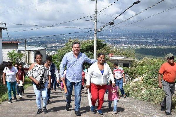 Rafael Reyes Reyes, presidente de Jiutepec, se reunió con vecinos de las colonias Jardín Juárez, Cerro de la Corona y Luis Donaldo Colosio para informarles aspectos técnicos, así como de inversión correspondientes a los trabajos de drenaje sanitario y pavimentación que se llevarán a cabo en las próximas semanas