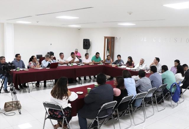 En el Salón de Comisiones del Recinto Legislativo, los representantes municipales conocieron en mesas de trabajo las observaciones que han sido identificadas por el órgano legislativo en sus iniciativas, a fin de que sean subsanadas y el documento esté en condiciones de ser aprobado a más tardar el 15 de diciembre