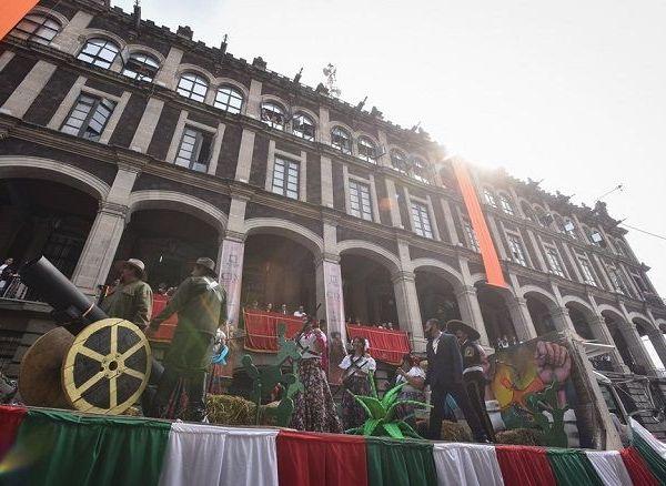 El desfile se desplazó a lo largo de las calles Mariano Matamoros y Galeana hasta Cuauhtemotzin, donde cientos de personas de todas las edades asistieron para ser parte de la conmemoración de esta importante fecha en la historia de México