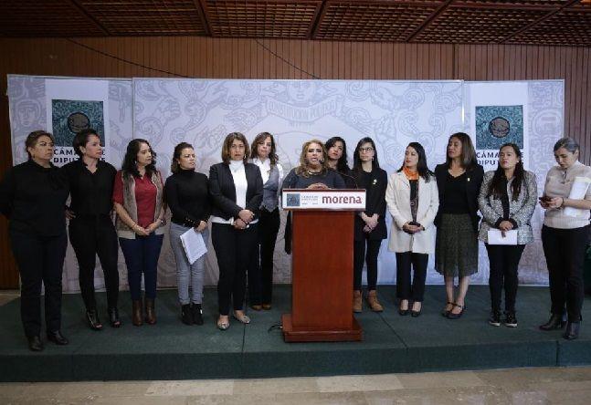 solicitó a la Fiscalía General del Estado de Morelos que realice una investigación con perspectiva de género, exhaustiva y eficaz, respecto de las amenazas de las que han sido objeto las diputadas, así como aplicar las medidas y las acciones de protección