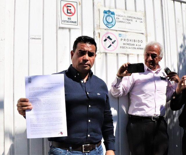 """En la Fiscalía Anticorrupción de Morelos, tras presentar la denuncia, señaló que el secretario de Hacienda entregó a la Entidad Superior de Auditoría y Fiscalización más de cuatro millones de pesos que no estaban presupuestados para el organismo, lo que podría tratarse de un """"moche"""" oficial"""