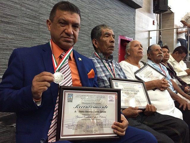 Cabe mencionar que la presea, instituida para conmemorar el Día del Migrante Morelense y su Familia, se entrega de manera conjunta por los poderes Legislativo y Ejecutivo