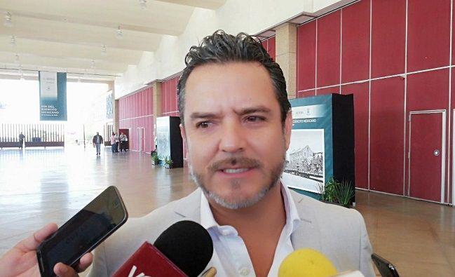 Los contribuyentes de Cuernavaca no tienen por qué pagar con sus impuestos nueve millones de pesos mensuales por alumbrado público, que sólo funciona en un 30 por ciento, afirmó el alcalde Antonio Villalobos Adán