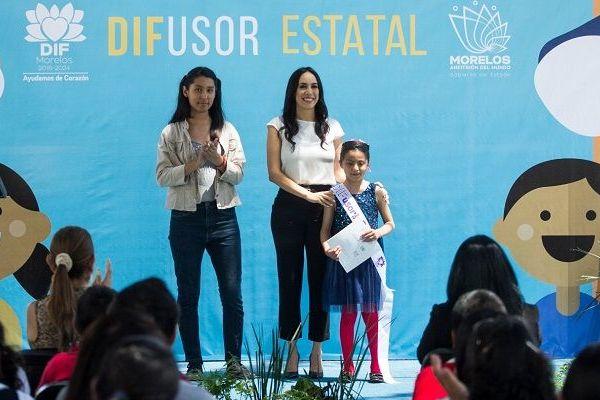 Natália Rezende Moreira, presidenta del DIF Morelos, señaló que el objetivo de esta convocatoria es dar voz a la niñez y adolescencia para que se conviertan en promotores de sus propios derechos, difundir cómo ejercerlos y cómo protegerlos